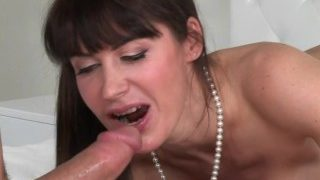 Moms Bang Teens – Mom finds Teens in the shower