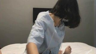 学生妹足交手交/Chinese footjob handjob fetish